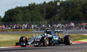 Rosberg tops FP1 despite stopping on track