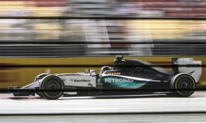 Rosberg expects three-way fight for Singapore win