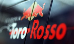 Toro Rosso too late to run 2016 livery