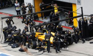 Renault changes pit stop process after Palmer issue
