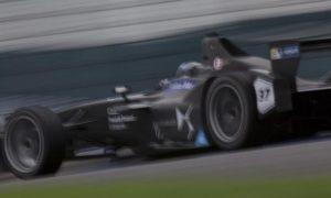 Kubica tests Formula E at Donington