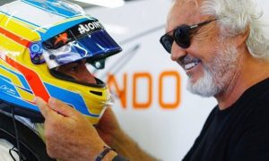 Alonso to fight for Mercedes or Ferrari seat - Briatore