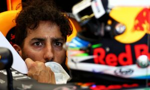 Ricciardo drops another five places with gearbox change