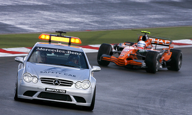 Spyker, Markus Winkelhock leads the race behind the safety car at the 2007 European Grand Prix