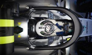 Bottas unaffected by Halo in race simulation test