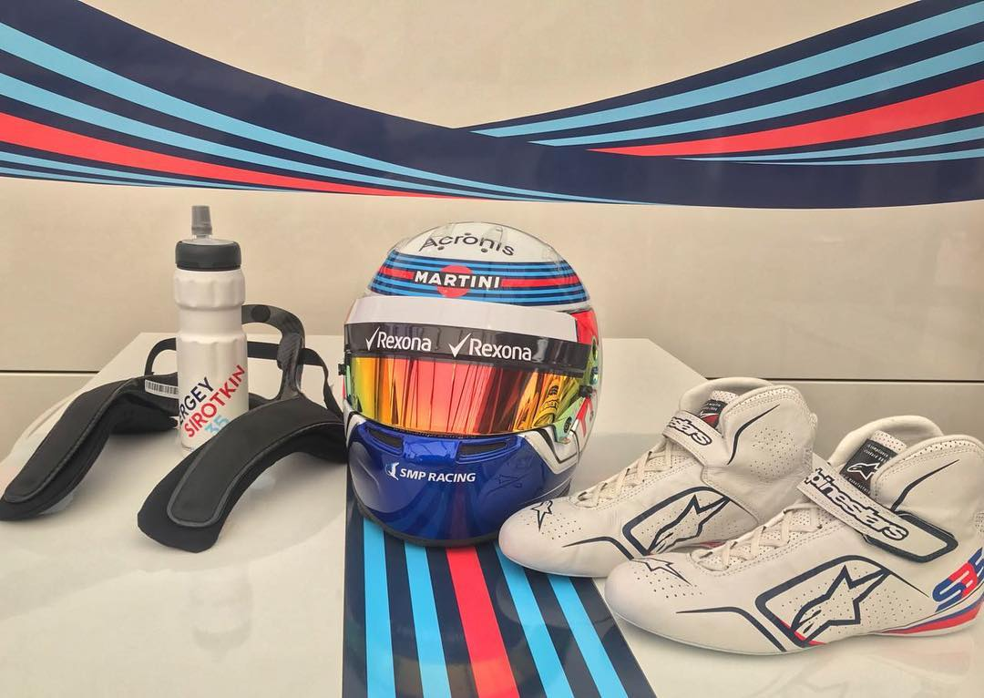 Sergey Sirotkin lays out his new helmet design for 2018.