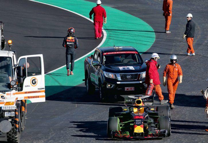Max Verstappen (NLD) Red Bull Racing RB13 stops