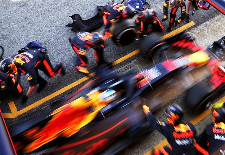 Daniel Ricciardo (AUS) Red Bull Racing RB14 practices a pit stop.