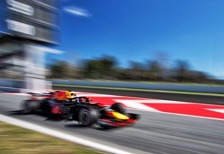 Daniel Ricciardo (AUS) Red Bull Racing RB14.