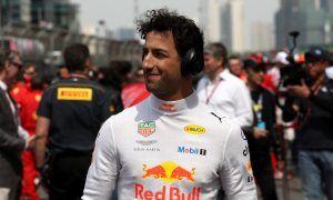 Ricciardo in talks with Ferrari, but Horner sets decision deadline