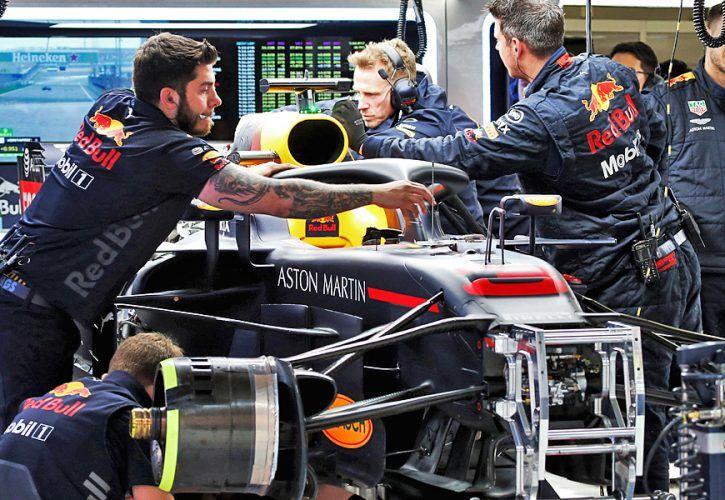 The Red Bull Racing RB14 of Daniel Ricciardo (AUS) Red Bull Racing RB14 is repaired