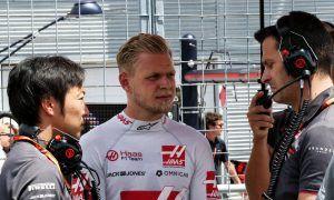 'Erratic' Raikkonen doesn't know what he's doing - Magnussen