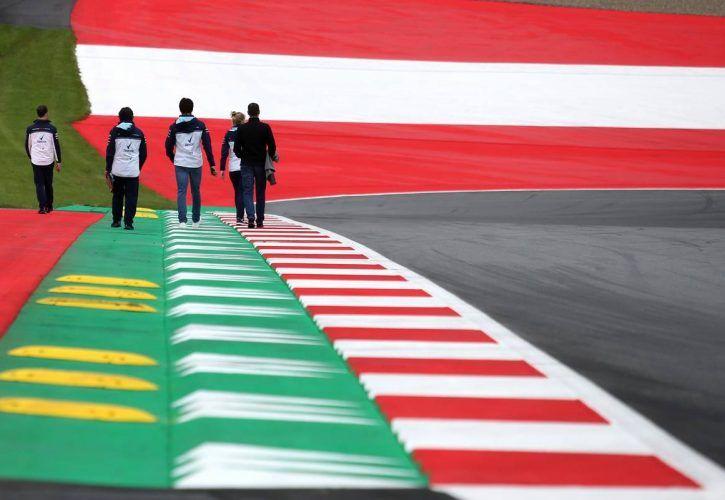 Ricciardo, F1 teammate Verstappen clash