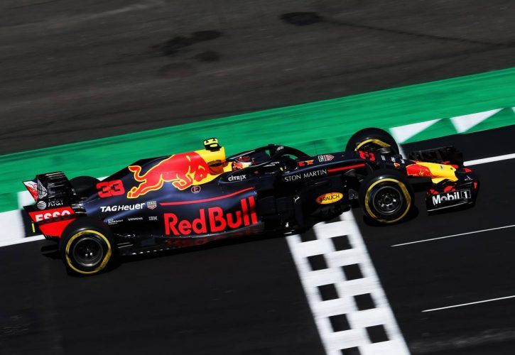 Daniel Ricciardo confirms he is set to stay at Red Bull
