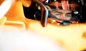 Vandoorne's case worsens at McLaren after dismal Friday
