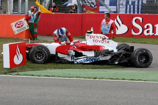 20.07.2008 Hockenheim, Germany, Timo Glock (GER), Toyota F1 Team, TF108, crashed - Formula 1 World Championship, Rd 10, German Grand Prix, Sunday Race - www.xpb.cc, EMail: info@xpb.cc - copy of publication required for printed pictures. Every used picture is fee-liable. © Copyright: xpb.cc