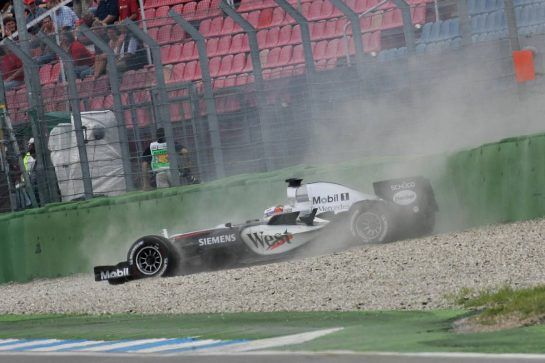 23.07.2005 Hockenheim, Germany,Juan-Pablo Montoya, COL, West McLaren Mercedes crashed on the last corner - July, Formula 1 World Championship, Rd 12, German Grand Prix, Hockenheim, Germany, Grosser Mobil 1 Preis von Deutschland, GER, Hockenheimring Baden-Württemberg, Qualifying - www.xpb.cc, EMail: info@xpb.cc - copy of publication required for printed pictures. Every used picture is fee-liable. © Copyright: R.Batchelor / xpb.cc