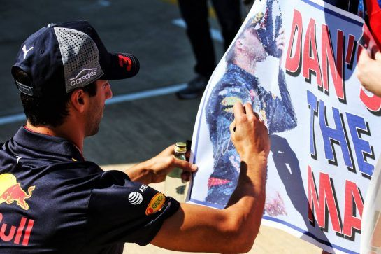 Daniel Ricciardo (AUS) Red Bull Racing signs autographs for the fans. 05.07.2018. Formula 1 World Championship, Rd 10, British Grand Prix, Silverstone, England, Preparation Day. - www.xpbimages.com, EMail: requests@xpbimages.com - copy of publication required for printed pictures. Every used picture is fee-liable. © Copyright: Batchelor / XPB Images