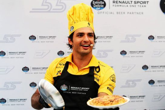 Carlos Sainz Jr (ESP) Renault Sport F1 Team - cooking with Estrella Galicia. 05.07.2018. Formula 1 World Championship, Rd 10, British Grand Prix, Silverstone, England, Preparation Day. - www.xpbimages.com, EMail: requests@xpbimages.com - copy of publication required for printed pictures. Every used picture is fee-liable. © Copyright: Charniaux / XPB Images