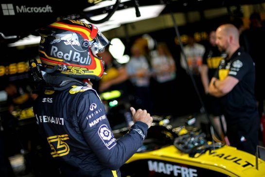 Carlos Sainz Jr (ESP) Renault F1 Team 06.07.2018. Formula 1 World Championship, Rd 10, British Grand Prix, Silverstone, England, Practice Day.- www.xpbimages.com, EMail: requests@xpbimages.com - copy of publication required for printed pictures. Every used picture is fee-liable. © Copyright: Charniaux / XPB Images