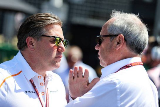 (L to R): Zak Brown (USA) McLaren Executive Director with Jerome Stoll (FRA) Renault Sport F1 President on the grid. 08.07.2018. Formula 1 World Championship, Rd 10, British Grand Prix, Silverstone, England, Race Day. - www.xpbimages.com, EMail: requests@xpbimages.com - copy of publication required for printed pictures. Every used picture is fee-liable. © Copyright: Charniaux / XPB Images