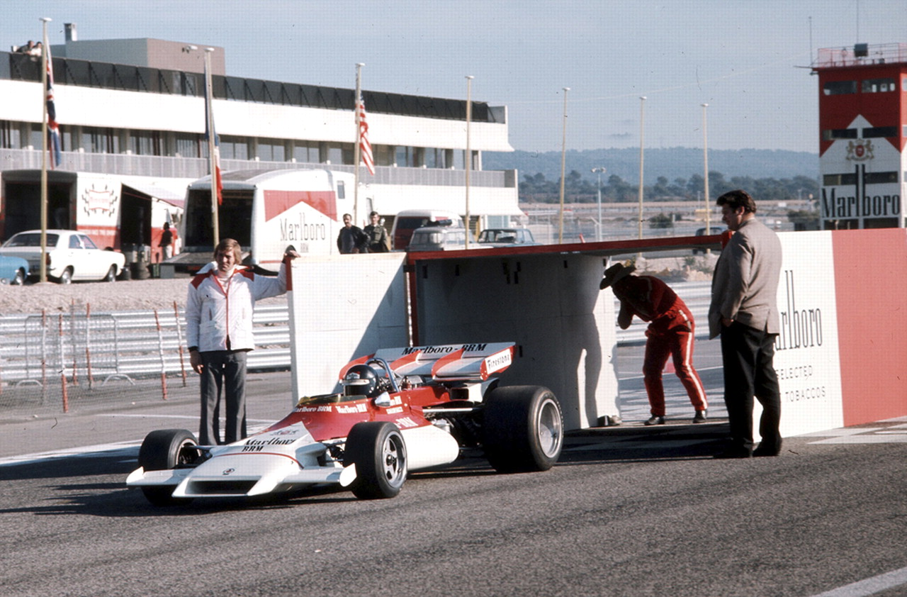 A Red And White Smoking Livery Is Introduced To F1
