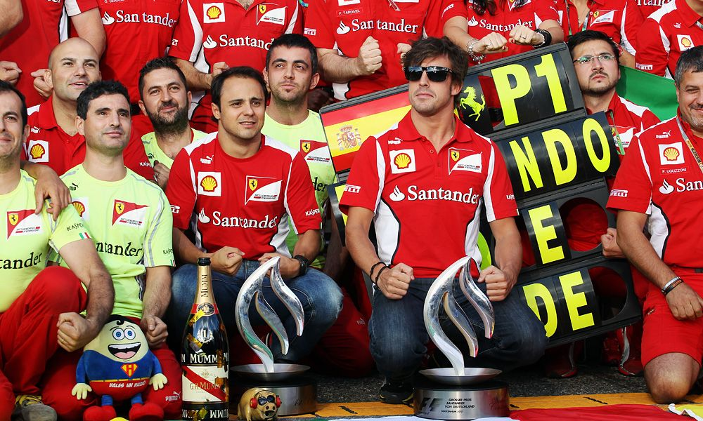 2012 German GP: Race winner Fernando Alonso (ESP) Ferrari celebrates with Felipe Massa (BRA) Ferrari and the team