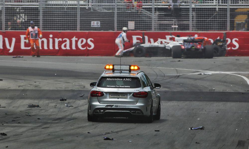 Lance Stroll (CDN) Williams FW41 and Brendon Hartley (NZL) Scuderia Toro Rosso STR13 crash