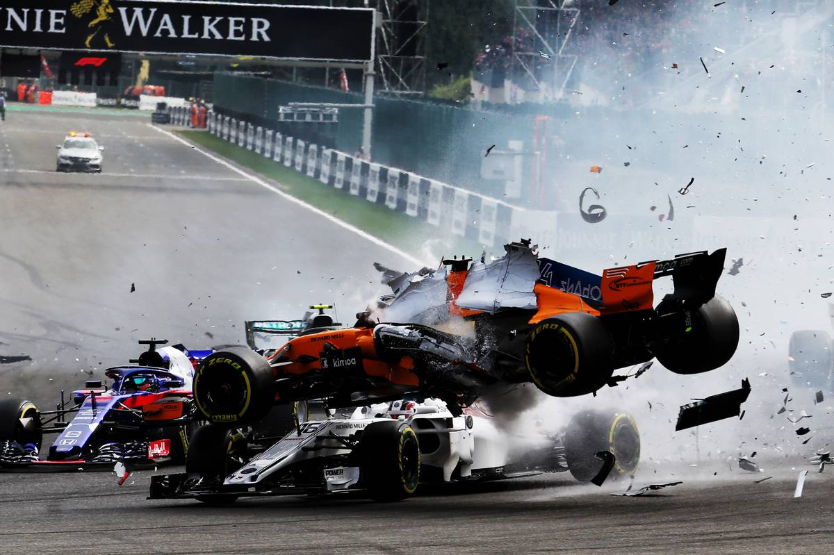Belgian Grand Prix: Fernando Alonso (ESP) McLaren MCL33 crashes